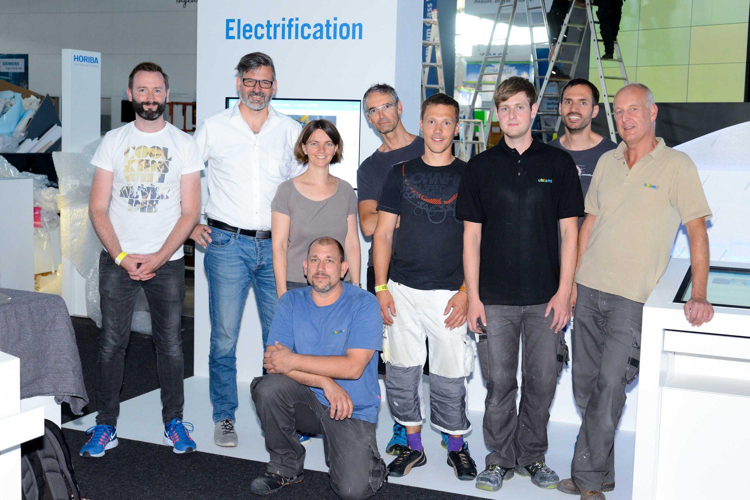 Gruppenbild Aufbau-Team Messestand HORIBA auf der Automotive Testing Expo 2017: DIE NEUDENKER® Agentur, Darmstadt